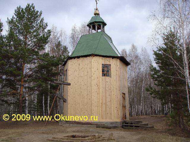 Омкар - это место, но не сооружение. На Омкаре построена часовня староверов, Дхуни и Солнцеворот. Это символы трех вер, объединенных местом - его силой и знанием