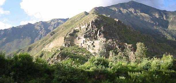 Рис. 17. Вид на Ольянтайтамбо
