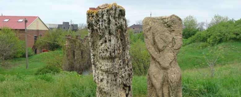 статуя бабы в Танаисе