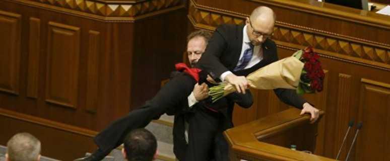 Яценюка хотели выбросить из парламента