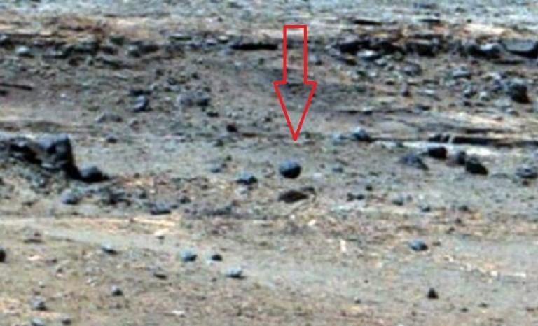 На Марсе водятся всякие странности и возможно даже призраки? 5