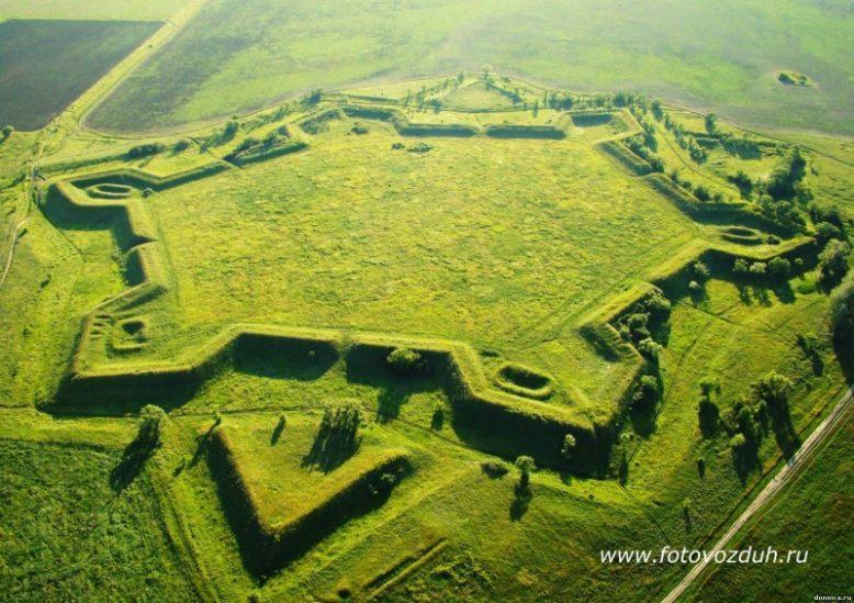 Загадочные крепости звезды, уничтоженные по всему миру 10