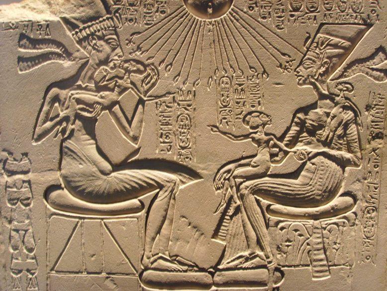 Эхнатон и Нефертити